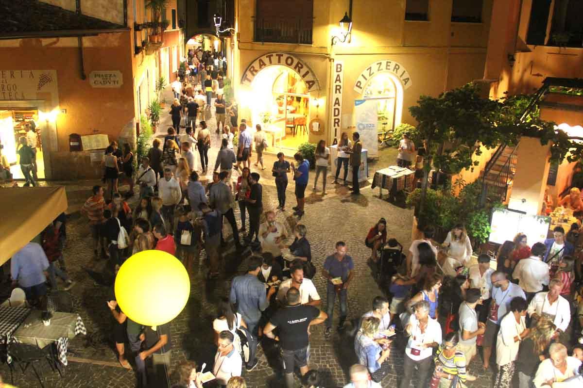 Il fascino del borgo di Gardone Sopra farà come sempre da quinta al percorso del gusto.