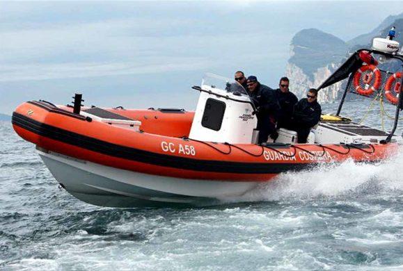 Motoscafo rischia di affondare, Guardia Costiera salva un 56enne austriaco