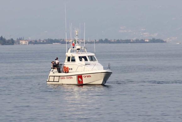 La barca affonda, nella notte tratte in salvo quattro persone