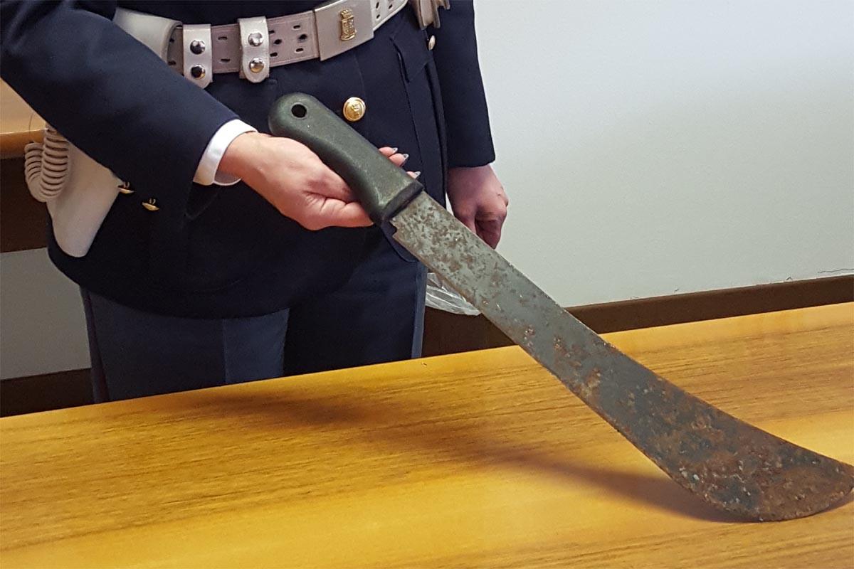 Al ristorante col machete: vi uccido tutti!