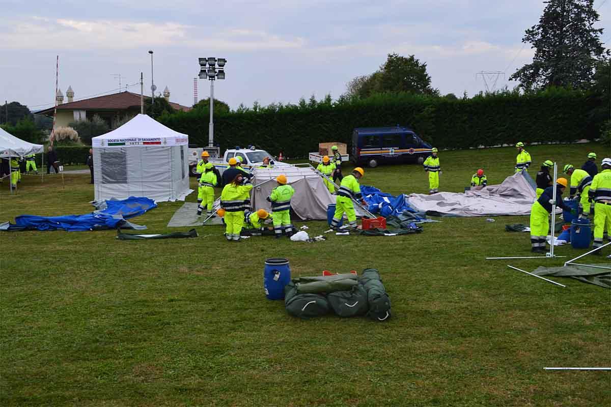 Una notte in tenda, con la Protezione civile