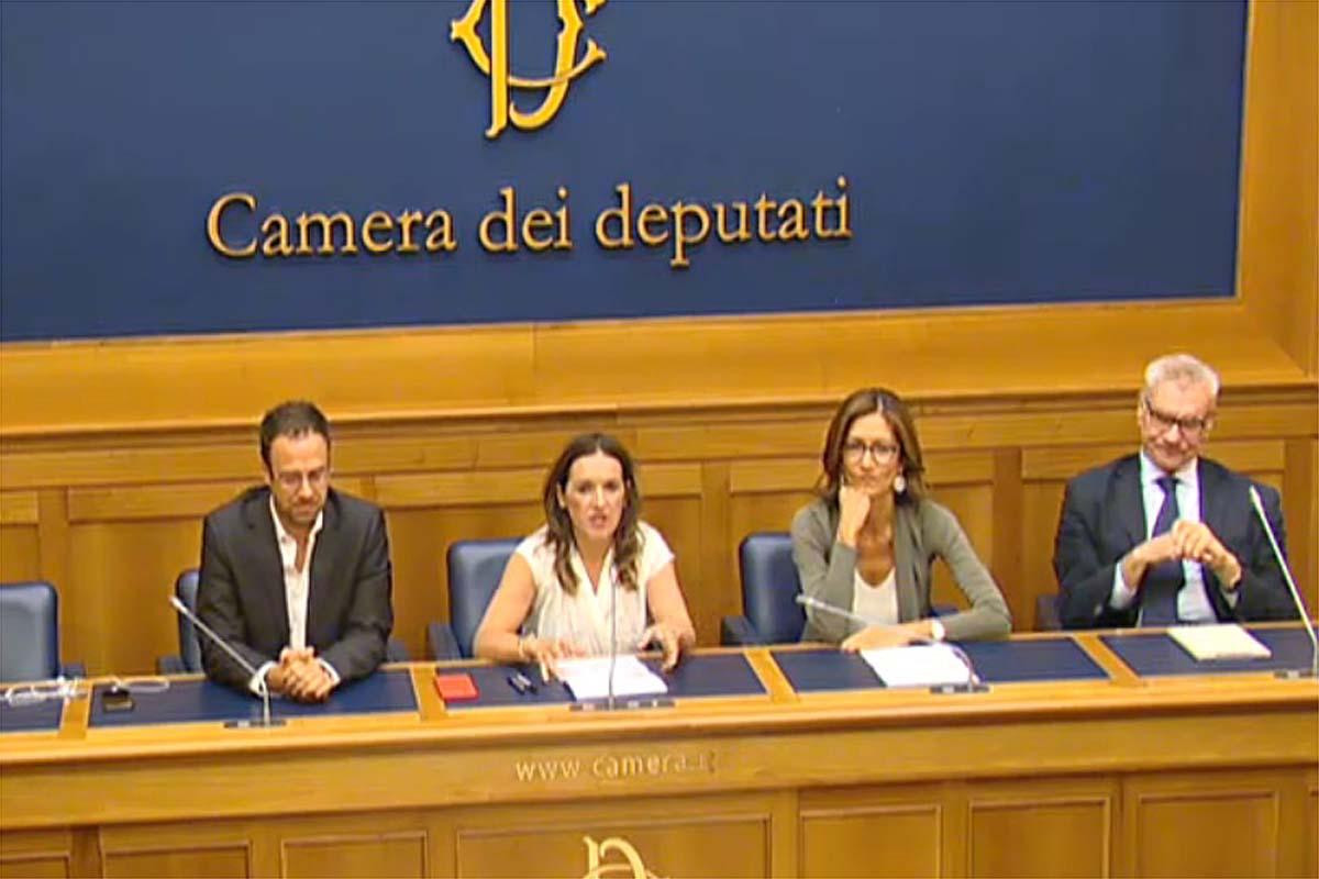 Gli onorevoli Zardini, Rotta, Gelmini e Galperti durante la conferenza stampa sul progetto di depurazione del Garda.