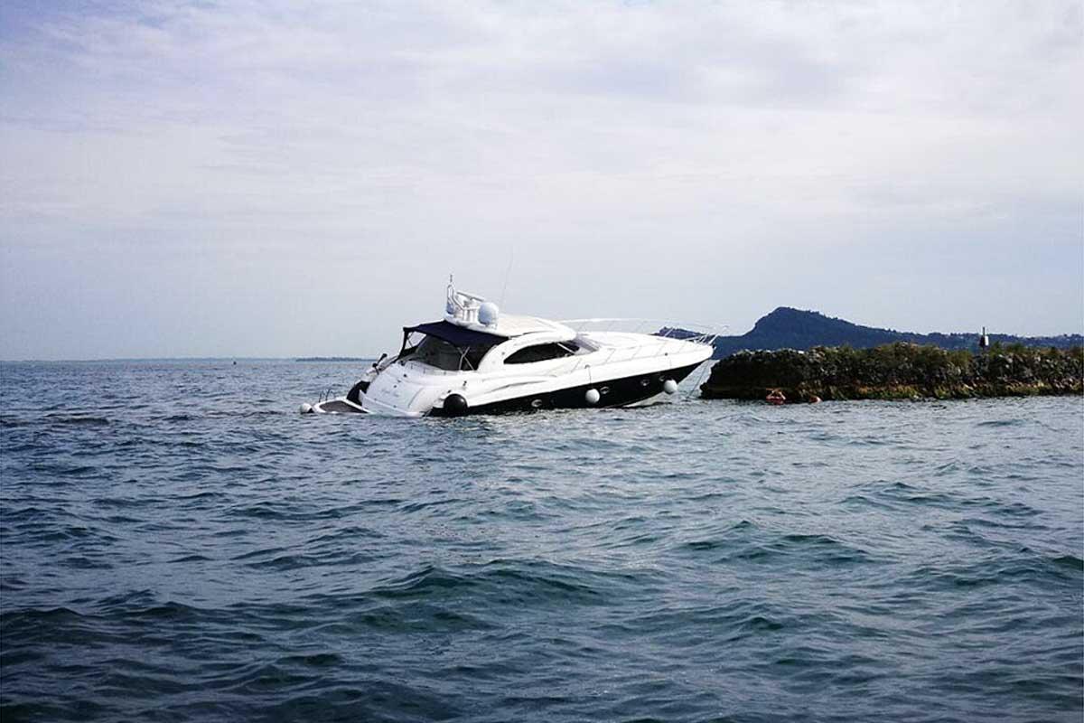 Mega yacht incagliato, arriva la gru. Questa navigazione è sostenibile?
