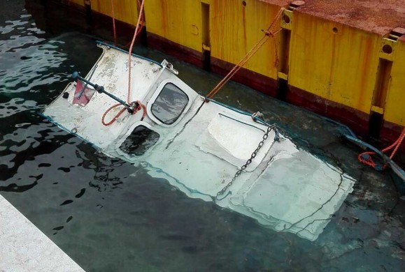 Il rimorchiatore Caronte cola a picco, gasolio nel lago