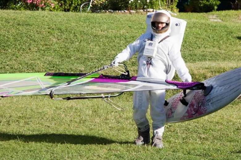 """Anche quest'anno la Windsurf Crazy Race """"Campione to Pra""""premia la miglior maschera."""