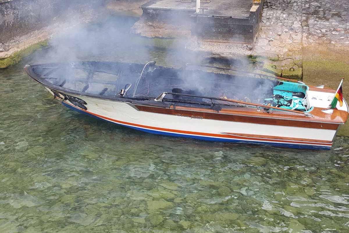 Il Riva Junior distrutto dall'esplosione.