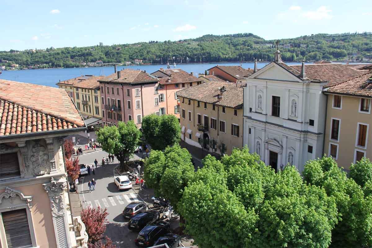 La parte bassa della Fossa, fotografata dal terrazzo dell'Hotel Commercio.