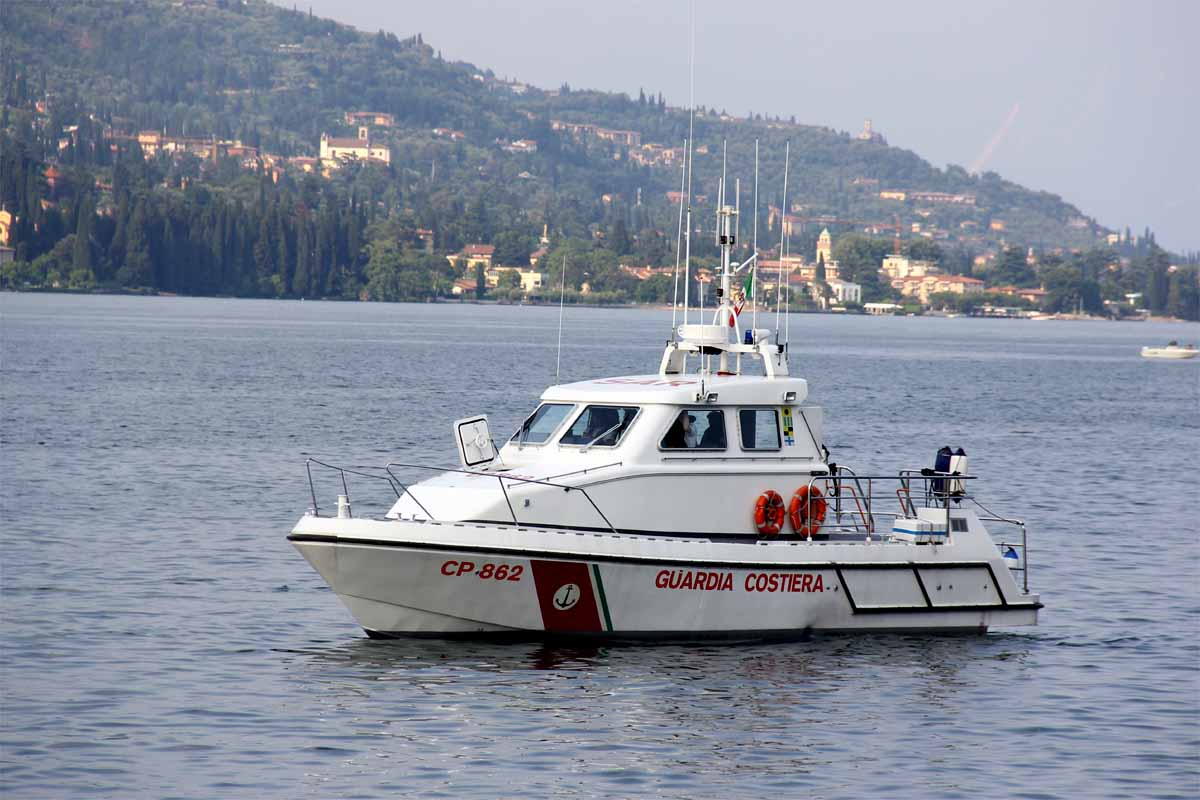 La motovedetta della Guardia Costiera.
