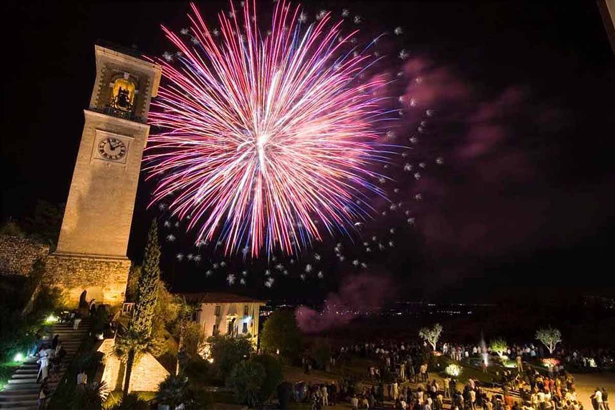 Fuochi d'artificio alla fiera di Puegnago.