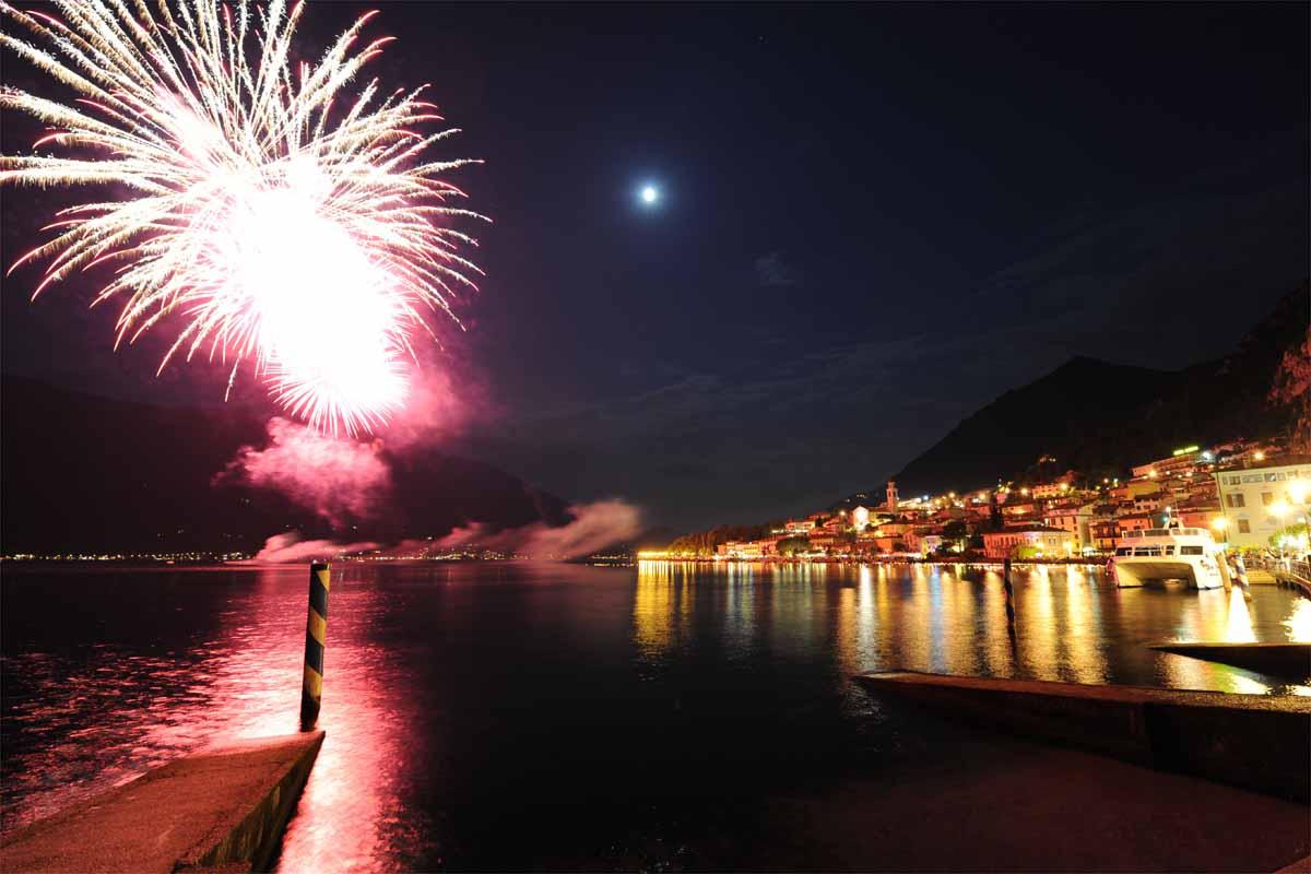Fuochi d'artificio, gli appuntamenti d'agosto sul Garda bresciano