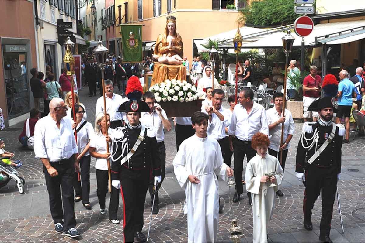 A Riva la processione votiva di Santa Maria Assunta