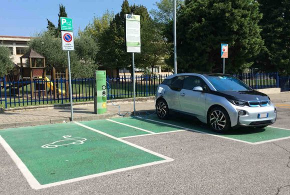 Green mobility, cresce la rete di colonnine di ricarica per auto elettriche