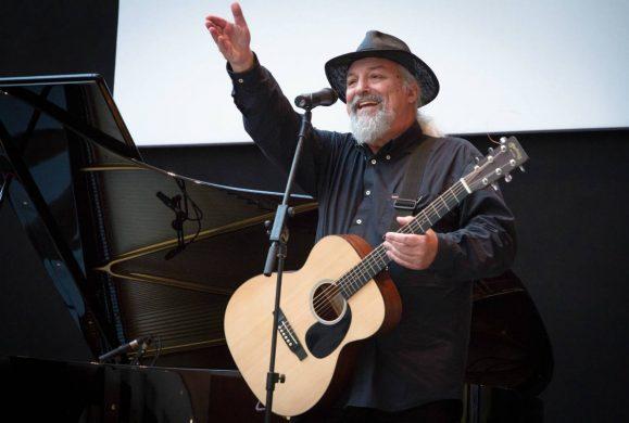 Quarant'anni di musica ribelle. Eugenio Finardi in concerto a Riva