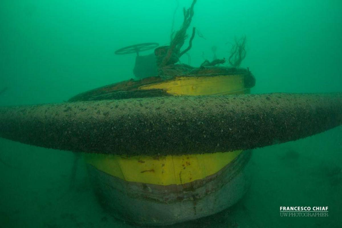 Chiatta contro il tubo delle fogne, rischio disastro ambientale