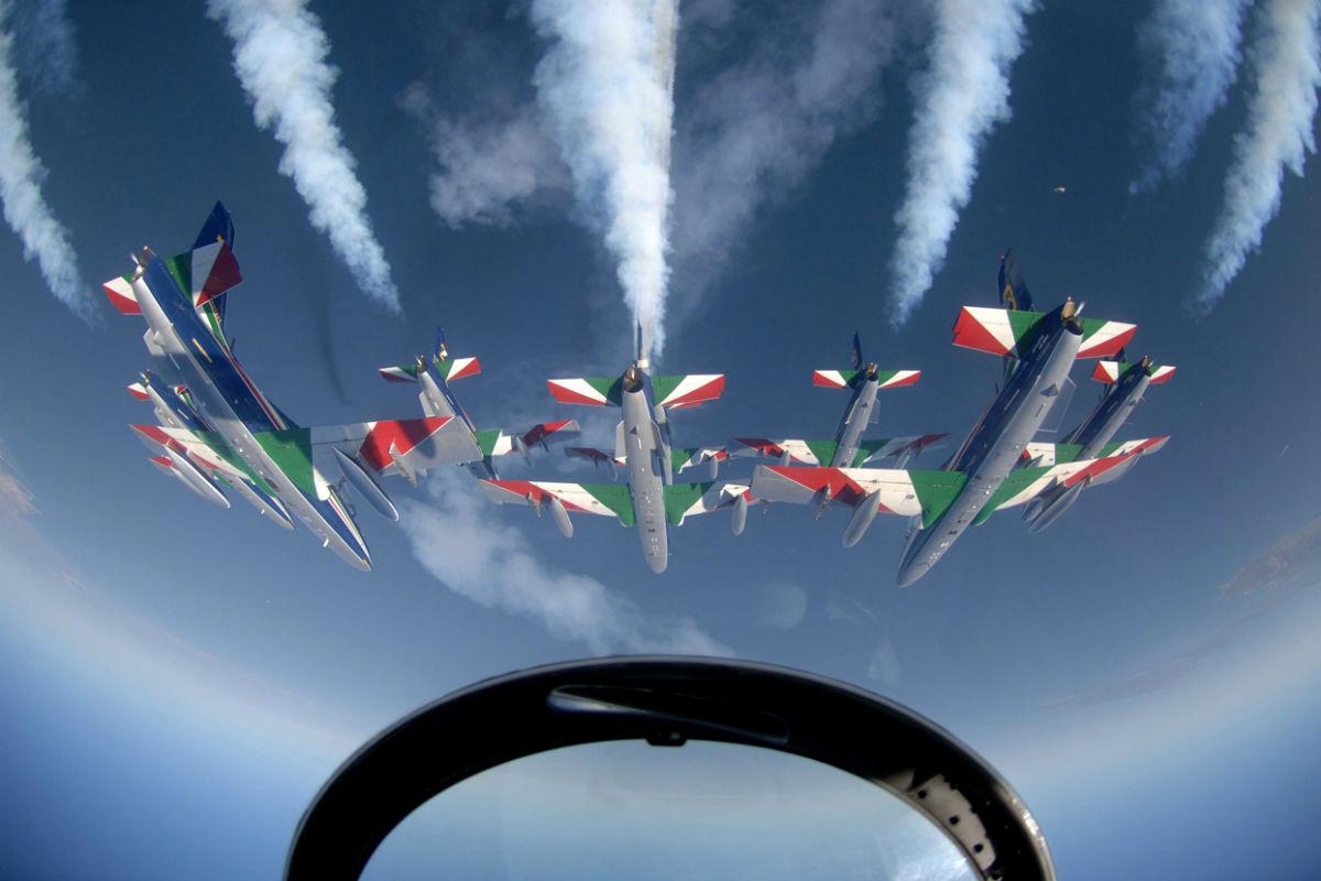 Calendario Frecce Tricolore 2020.Desenzano Airshow In Autunno Arrivano Le Frecce Tricolori